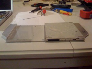 Fitting the HDD cage to the size of the MBP optical drive